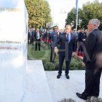 Viktimat e 11 shtatorit nderohen me pllakë memoriale, Haradinaj thotë Kosova e përjetoi rëndë