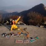 Artistja i shndërron mbeturinat në vepra arti për ambient të pastër